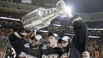 Flashback Friday: Remember THIS goal from Corey Perry in 2007 Stanley Cup run? (VIDEO)